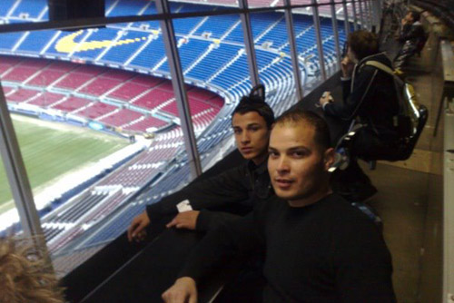 Camp Nou Experience : clients posint in the press boxes